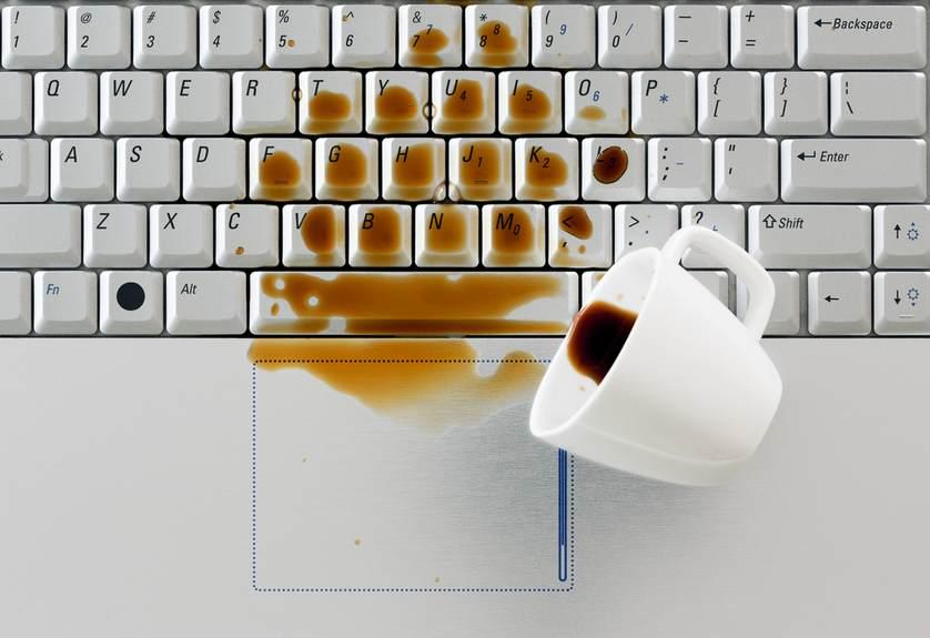 Залитие ноутбука водой или кофе или соком